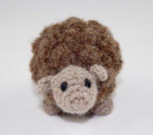 brązowa owieczka z alpaki mięciutka słodka zabawka handmade