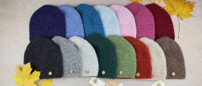 różne kolory czapek i kominów z wełny alpaki