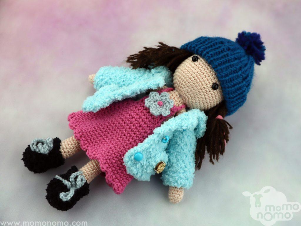 lalka w ciepłych ubrankach momonomo