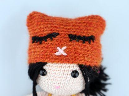 szydełkowa lalka z naturalnej bawełny egipskiej w czapce z alpaki