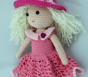 Lalka dla dziewczynki - elegancka.