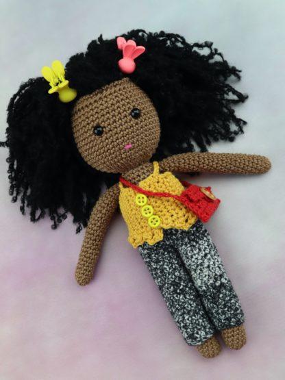 lalka afro w dżinsach i topie