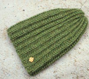Jasnozielona czapka z wełny alpaki