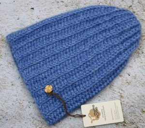Niebieska czapka z wełny alpaki