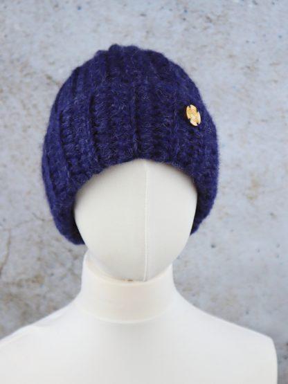 Granatowa beanie z naturalnej alpaki handmade można ją nosić na kilka sposobów