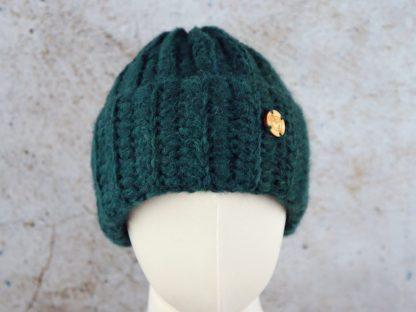 Długa czapka alpaka noszona wywinięta - butelkowa zieleń
