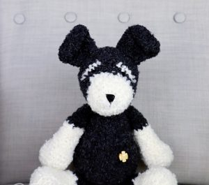 zabawka dla dziecka piesek pluszak czarno-biały