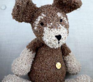 Mięciutki pluszak pies - brązowy w łatki - naturalna zabawka ręcznie robiona