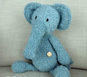 Maskotka niebieski słoń z wełny alpaki, ręcznie wykonana zabawka dla dziecka